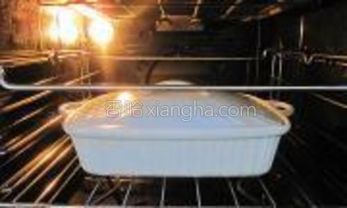 烤箱设置200度,烘烤约40分钟。