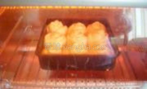 烤箱预热5分钟,170度烤20分钟即可。