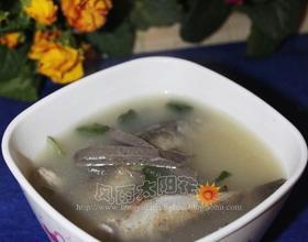 羊肝鲫鱼汤