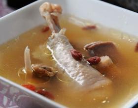 高丽红参煲鸡汤
