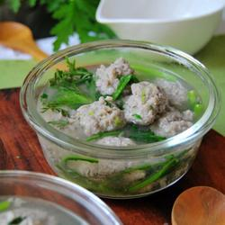 茼蒿面条鱼丸汤的做法[图]