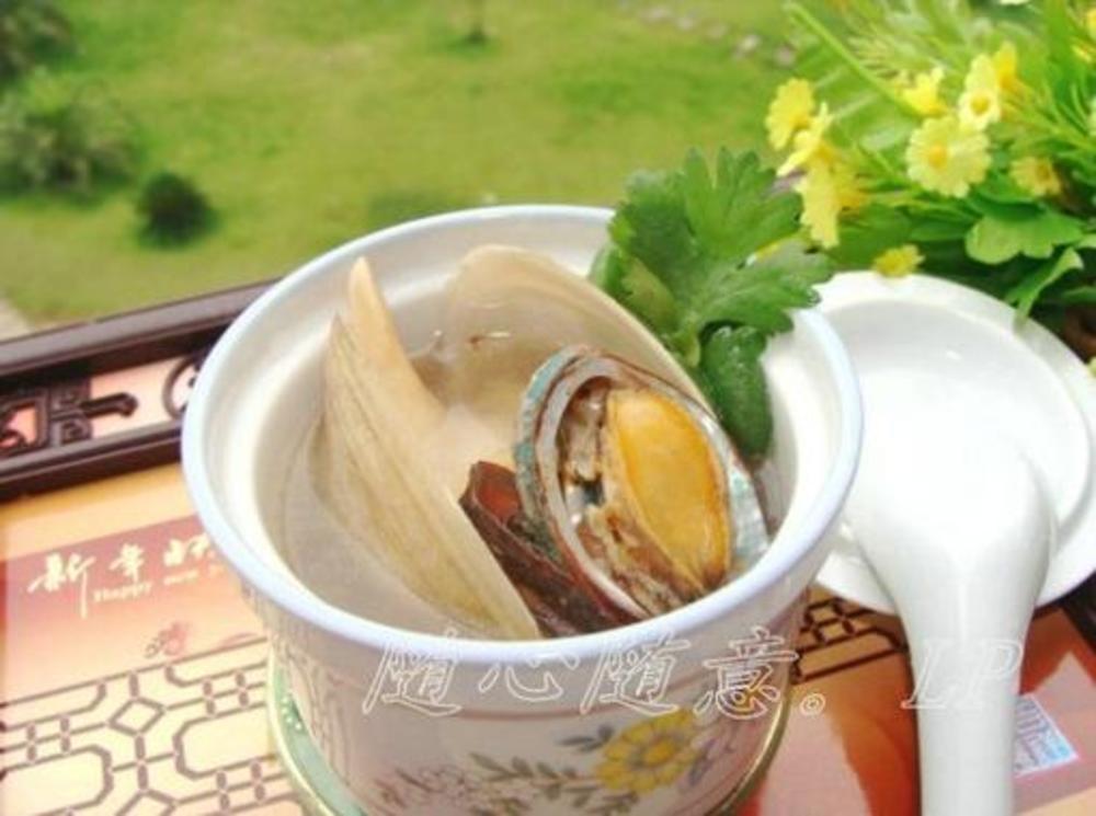 第1步,海蚌和鲍鱼刷洗干净,蜂蜜v鲍鱼掉鲍鱼.内脏香蕉牛奶图片