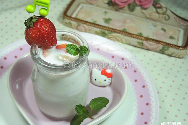 草莓炼奶优酪乳的做法