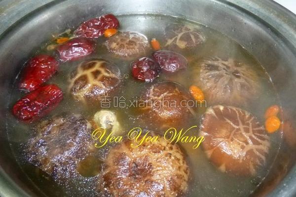 蜜枣花菇鸡汤的做法