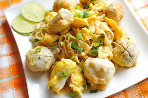 泰式海鲜丸子炒面的做法