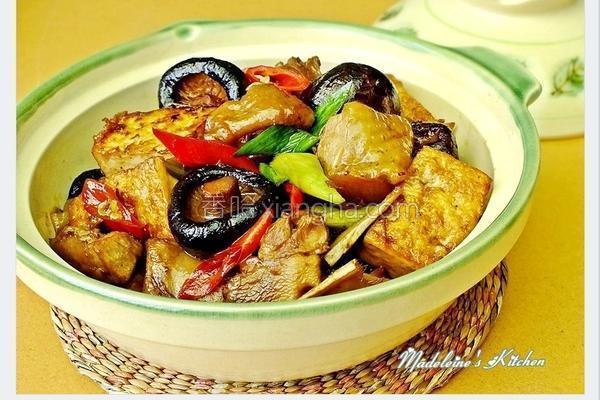 冬菇鸡肉豆腐煲的做法