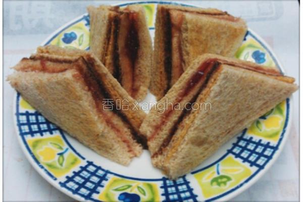 综合果酱三明治的做法