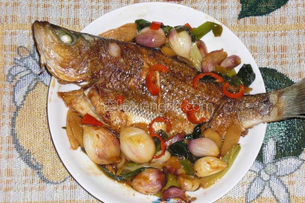 蒜香烧鱼的做法