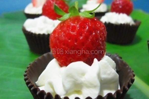 草莓甜心巧克力杯的做法