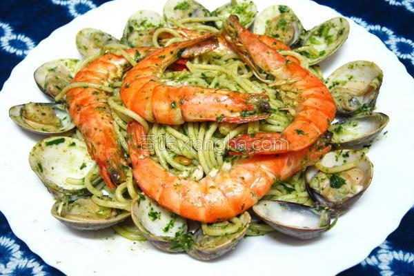 青酱海鲜意大利面的做法