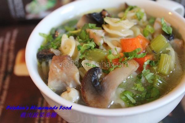 鸡肉蔬菜汤面的做法