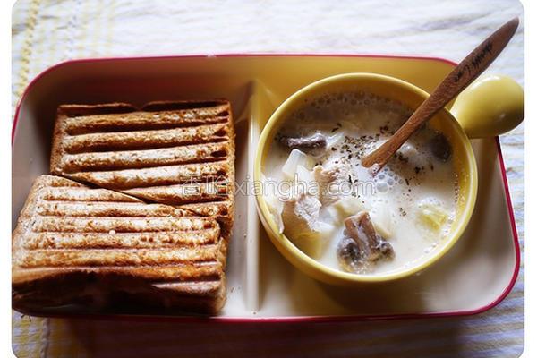 鲜菇鸡肉豆奶汤的做法