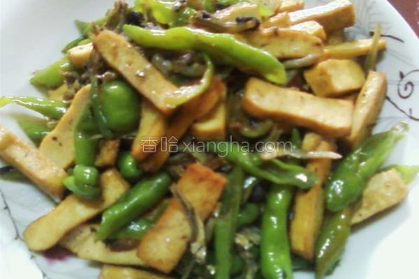 鱼香豆干炒辣椒的做法