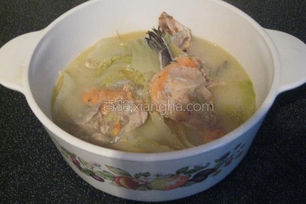 鲑鱼萝卜娃娃菜汤的做法