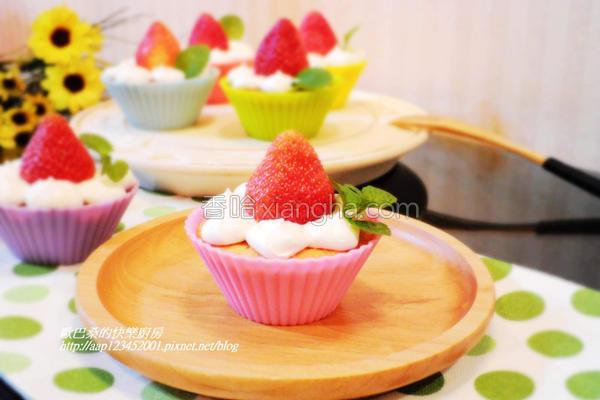 鲜奶油草莓小蛋糕的做法