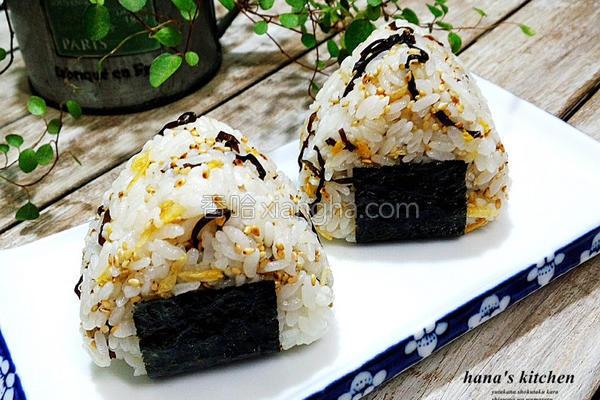 盐海带虾米饭团的做法