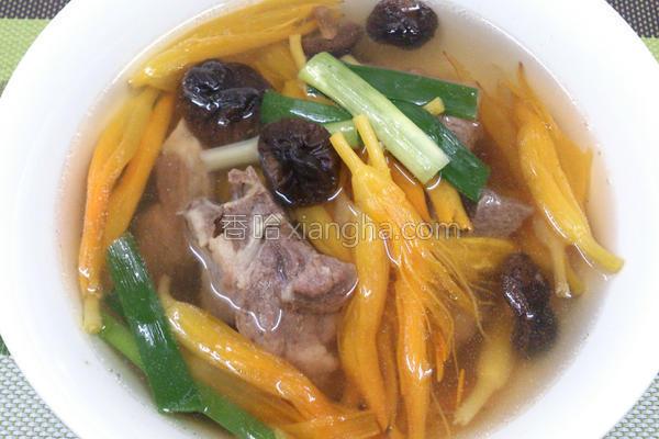 金针排骨汤的做法