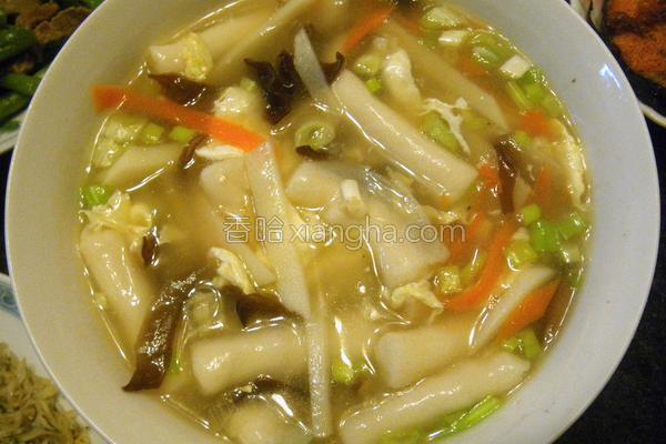酸辣墨鱼饺汤的做法