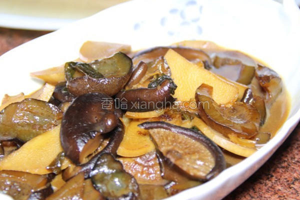 香菇笋片烩海蔘的做法