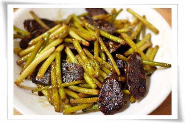 蒜苔炒肝肠的做法