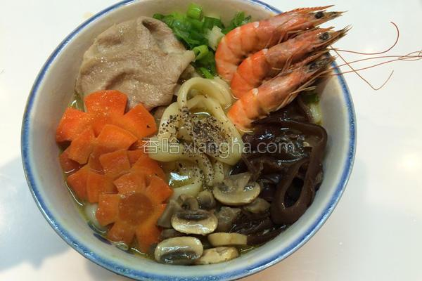 海陆咖哩刀削汤面的做法