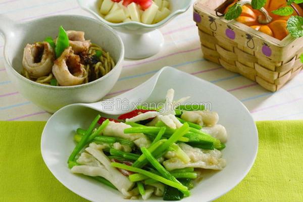 芹菜新炒墨鱼饺的做法