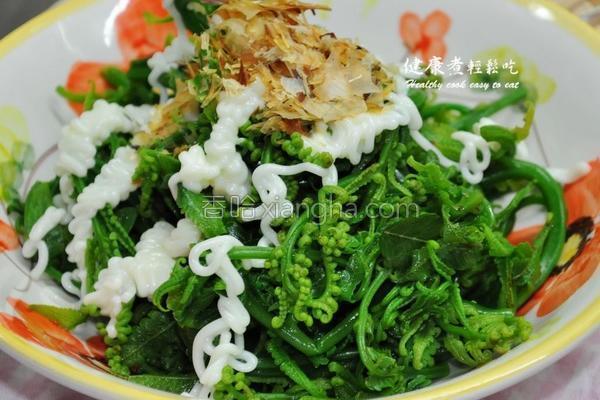 沙拉蕨菜的做法