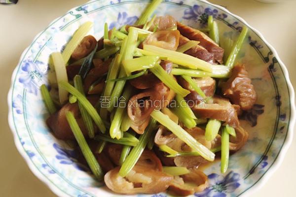 芹菜炒肥肠的做法