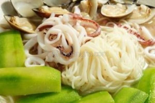丝瓜蛤蜊鱿鱼面线的做法