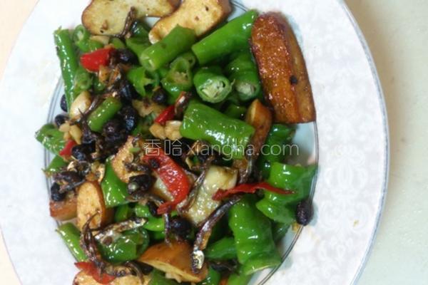 糯米椒炒豆干的做法