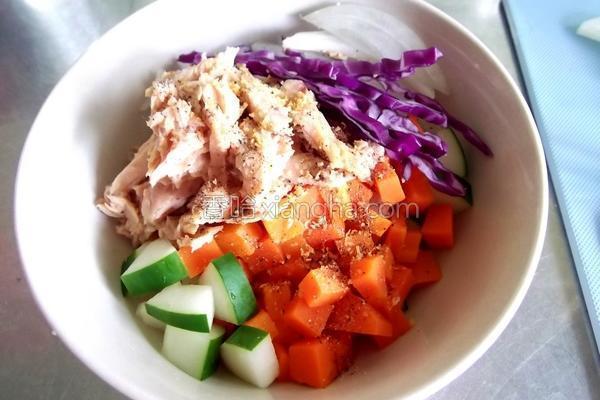 凉拌洋葱鲔鱼的做法