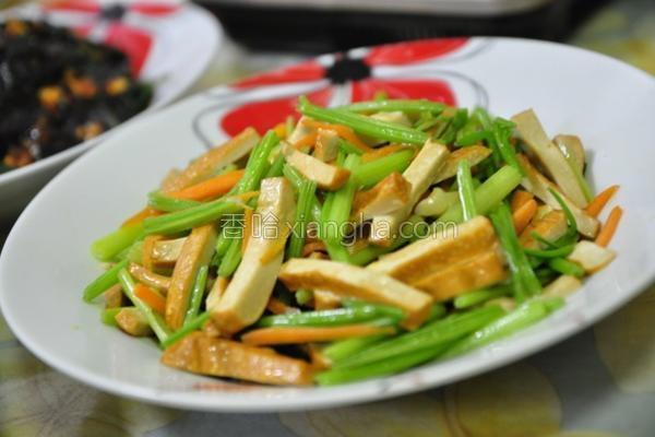芹菜炒豆干的做法