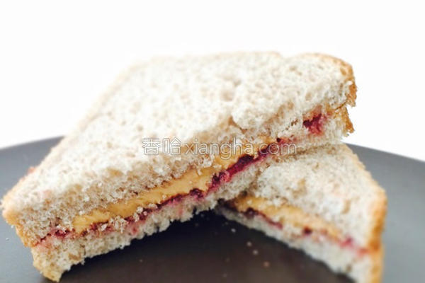 花生酱果酱三明治的做法