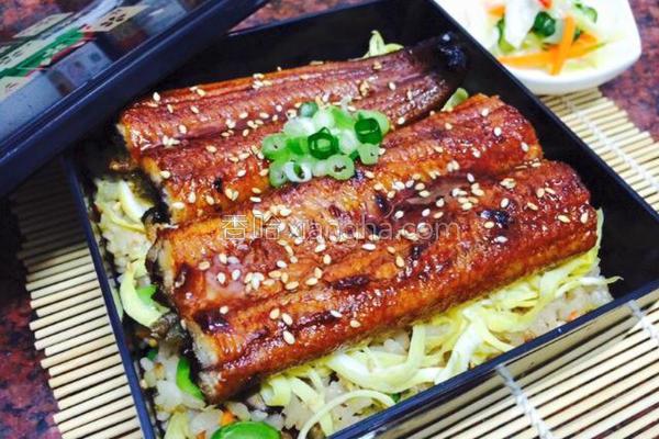 鳗鱼蔬菜炊饭的做法