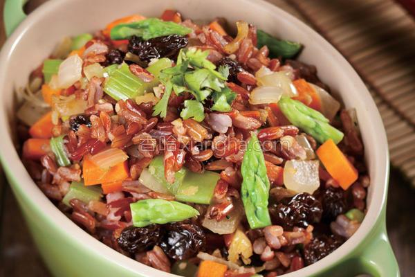 滑肠芦笋红米饭的做法