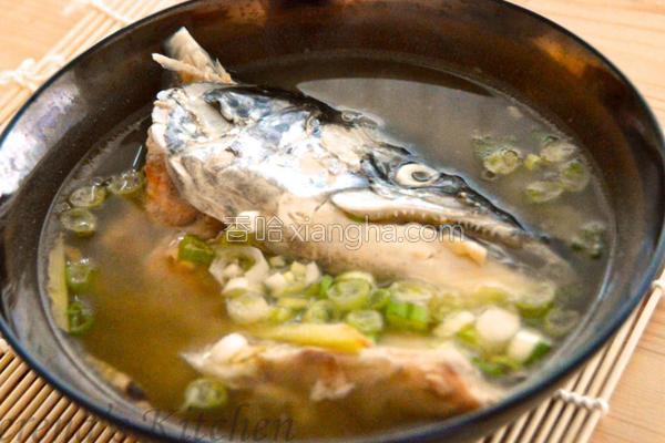 味噌姜丝鲑鱼头汤的做法