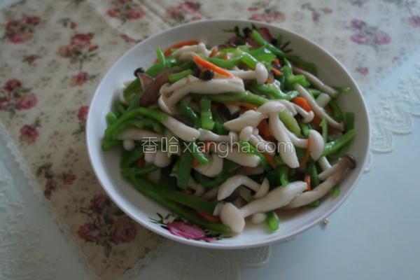 青椒炒雪白菇的做法