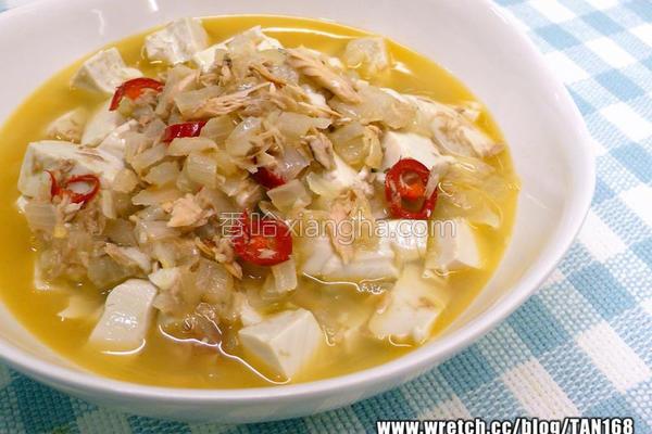 ♪洋葱鲔鱼烧豆腐的做法