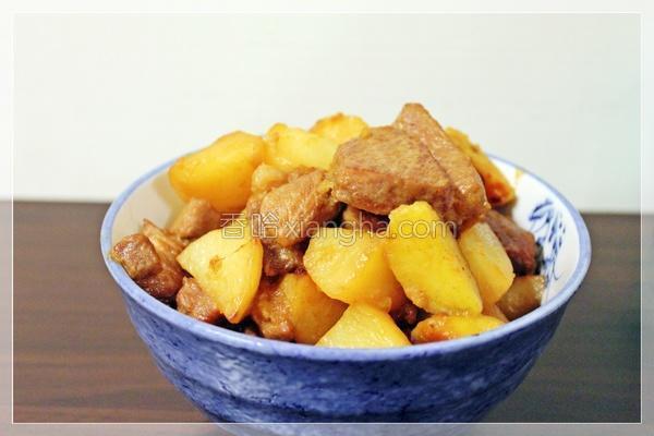 金银薯炖肉的做法