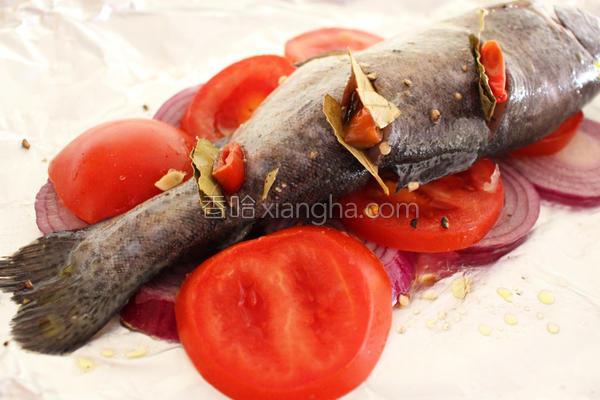 月桂烤鳟鱼的做法