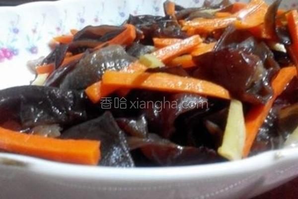 姜丝木耳炒胡萝卜的做法