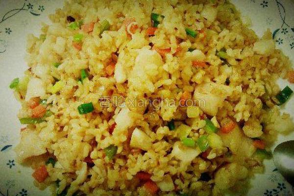 多利鱼炒糙米饭的做法