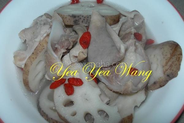 肚片软骨莲藕汤的做法