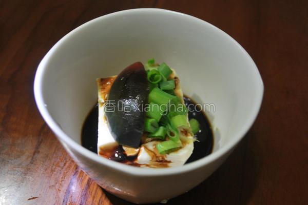 餐桌皮蛋豆腐的做法