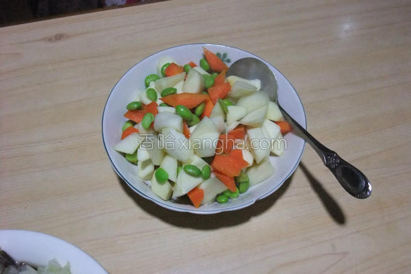 筊白笋炒毛豆的做法