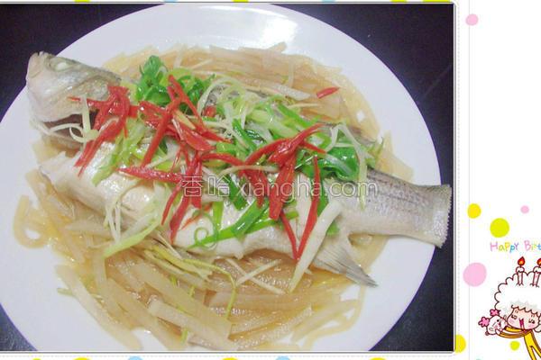萝卜丝清蒸银花鱼的做法