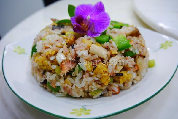 蔬菜鲑鱼炒饭的做法