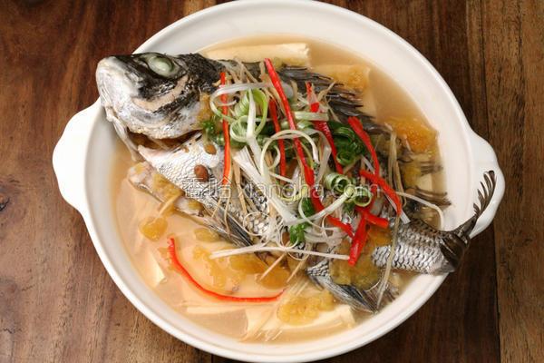 凤梨酱清蒸鱼的做法
