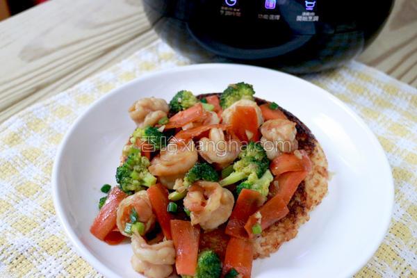 干烧虾仁锅巴饭的做法