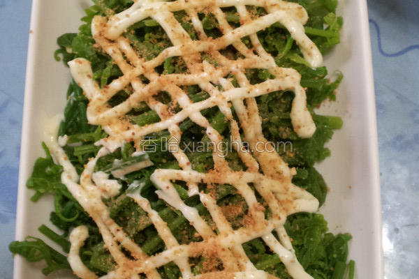 花生凉拌野菜蕨菜的做法